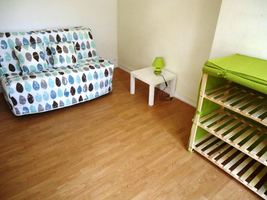 A louer appartement studio Pontivy Morbihan Bretagne 1 pièce 27 m2 cuisine aménagée