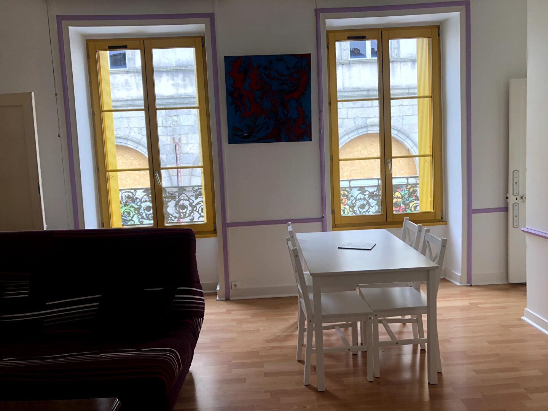 A louer Pontivy Bretagne Morbihan appartement T2 Nombreux rangements 40 m2