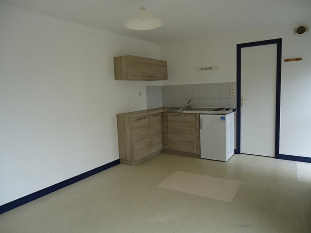 A louer à Pontivy Bretagne Morbihan studio avec cuisine équipée 20 m²
