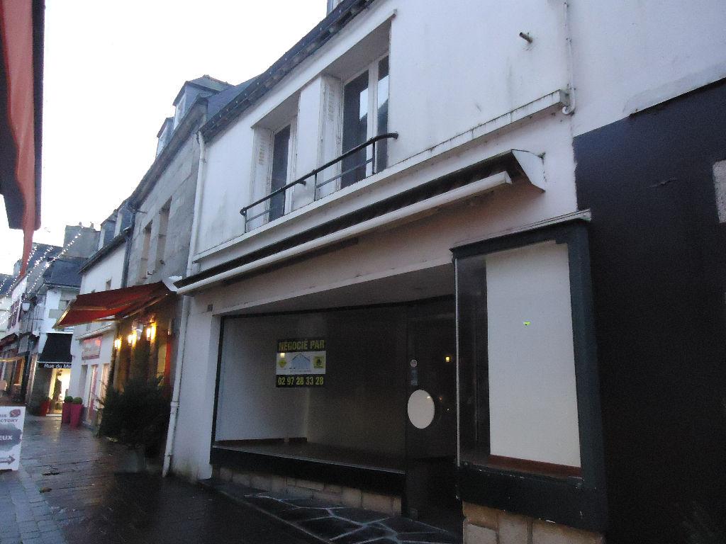 A louer Pontivy Bretagne Morbihan local de 35 m² avec réserve de 32 m² en plein centre ville