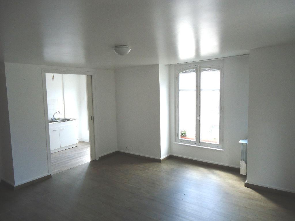 A louer Pontivy Bretagne Morbihan Appartement T2 en duplex en centre ville