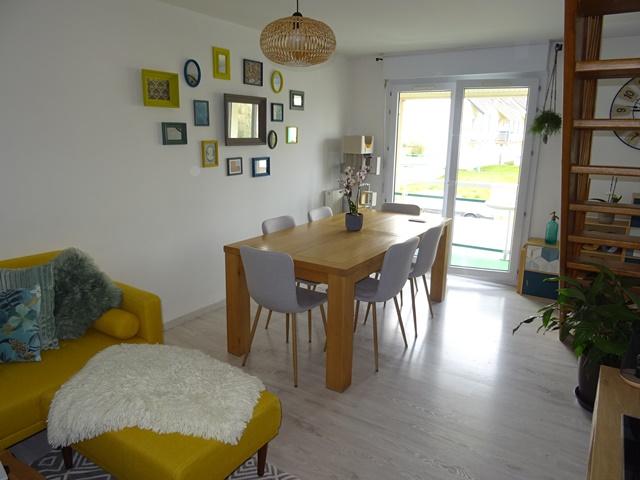A louer appartement de type 3 superficie 79 m² avec balcon et deux garages dans résidence
