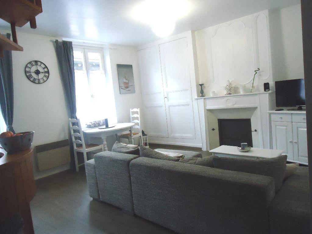 A louer à Pontivy Bretagne Morbihan appartement T2 en duplex environ 40 m²