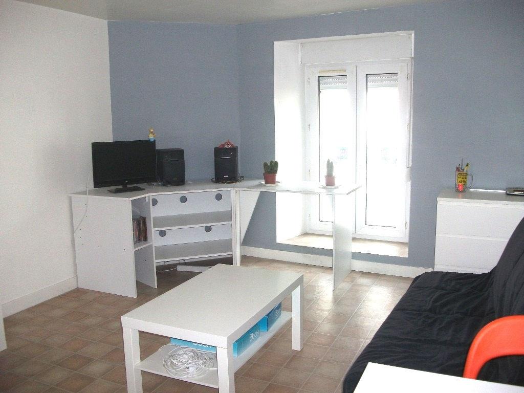 A louer Pontivy Bretagne Morbihan studio équipé 25 m2 proche lycées et commerces