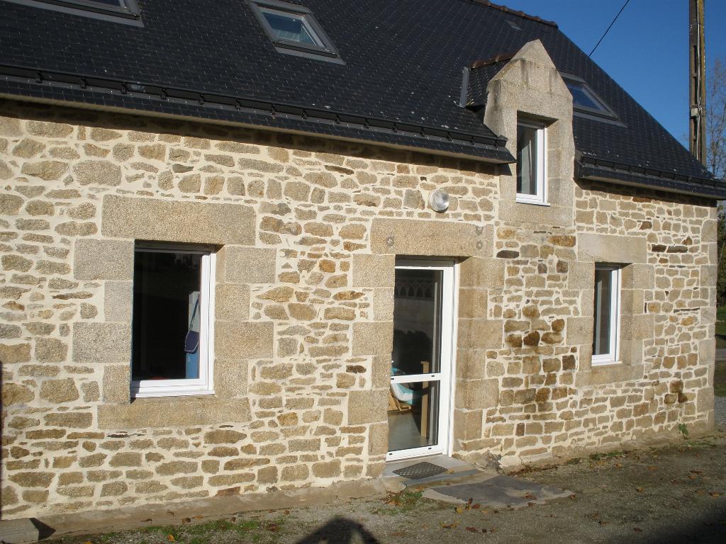 A louer 56300 Kergrist Bretagne Morbihan partie de longère mitoyenne restaurée  79 M² 2 chambres