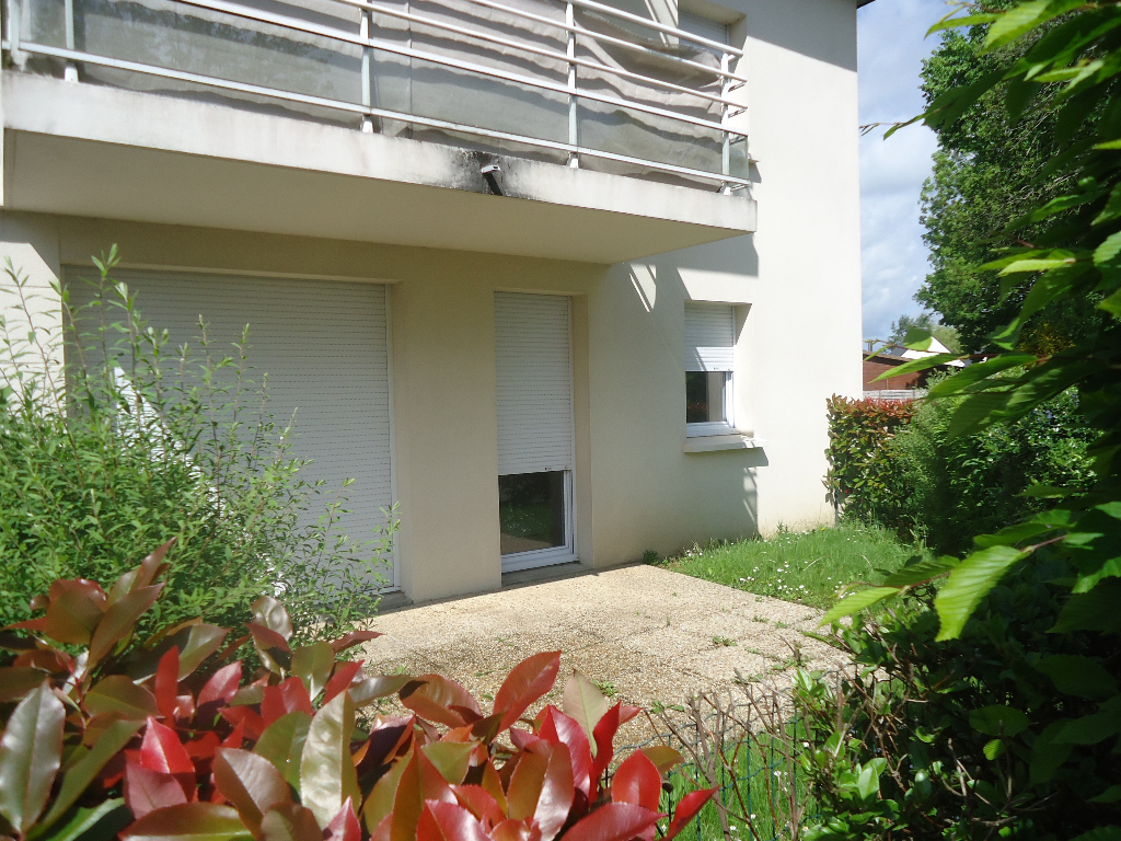 A louer Pontivy Bretagne Morbihan appartement 1 chambre, jardin et garage