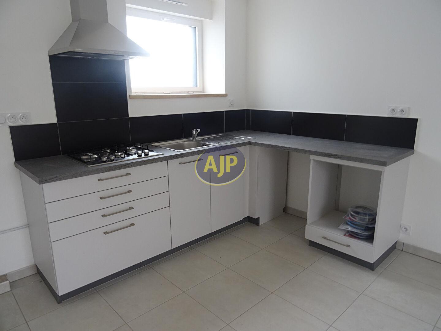 A louer Bretagne Morbihan Pluméliau appartement de type 2 avec aménagement Personne à Mobilité Réduite