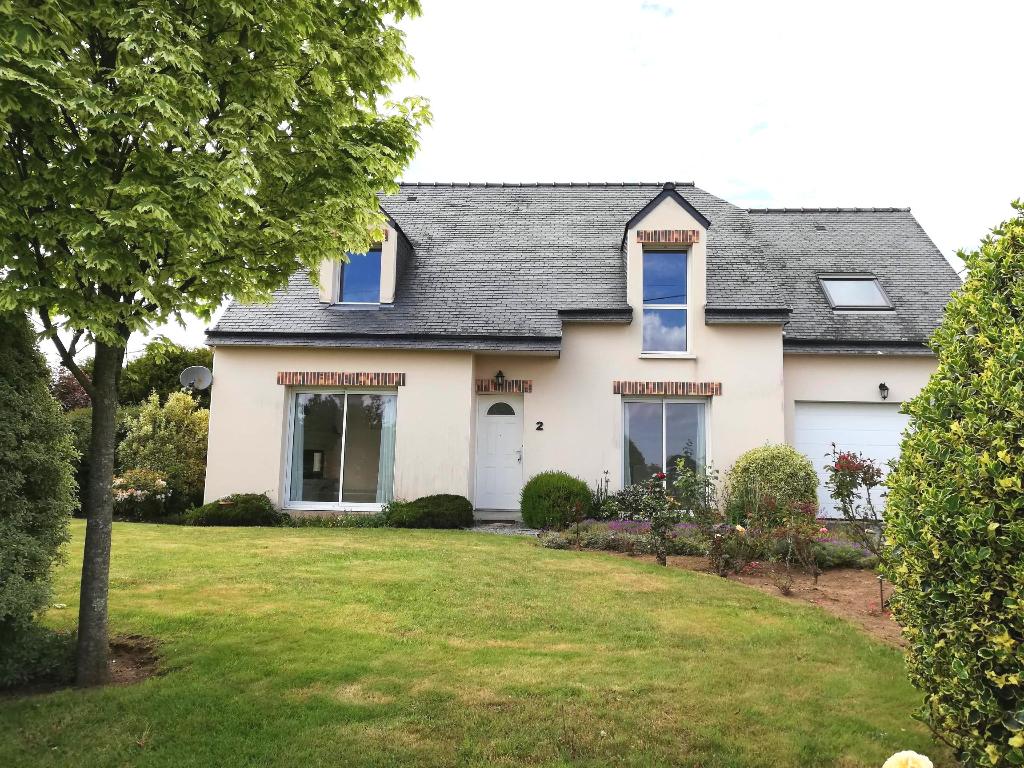 A louer Bretagne Morbihan Séglien maison de type 4 avec terrain  de 800m² 3 salles de bains