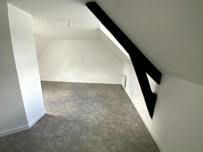 A louer Pontivy Bretagne Morbihan près des commerces et des lycées appartement studio t1 bis 35m2 cuisine équipée