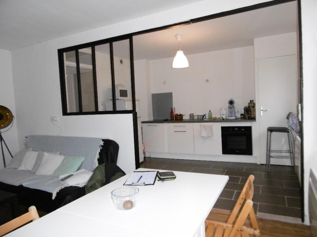 A louer Bretagne Morbihan Pontivy appartement de type 2 entièrement meublé en plein centre ville