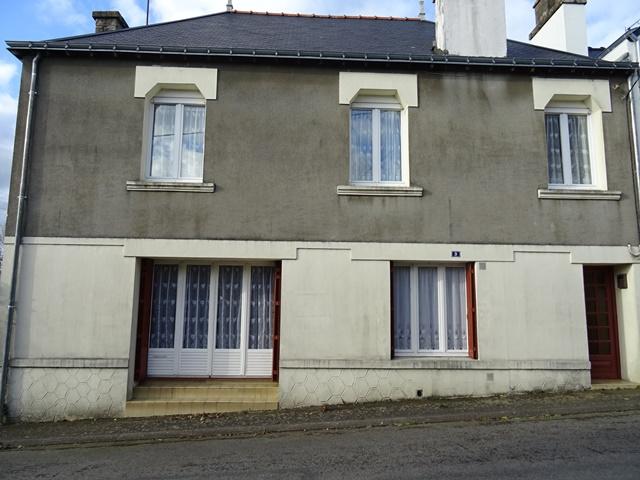 Maison Cléguerec  centre ville 3 pièces 2 chambres jardin clos garage-atelier