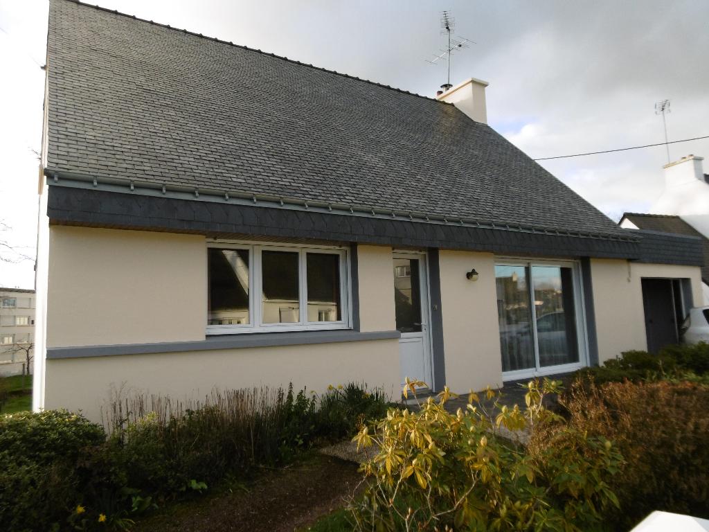 A louer à Pontivy Bretagne Morbihan maison 3 Chambres superficie  114 m2 proche des commerces