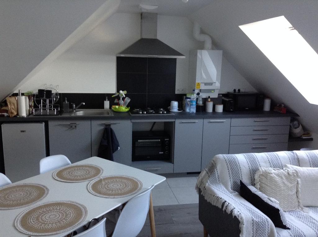 A louer Bretagne Morbihan Pluméliau petit appartement de type 3 rénové proche de toutes les commodités