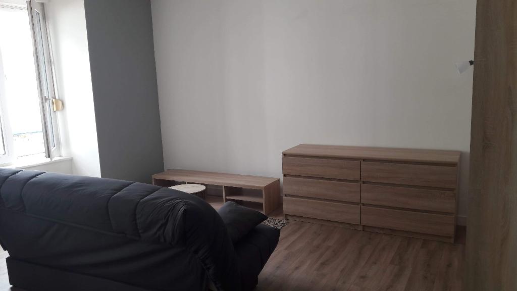 A louer Pontivy Bretagne Morbihan appartement studio équipé 25 m2 centre ville