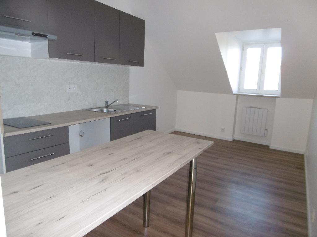 A louer Bretagne Morbihan Pontivy petit appartement T1 bis entièrement refait à neuf en centre ville