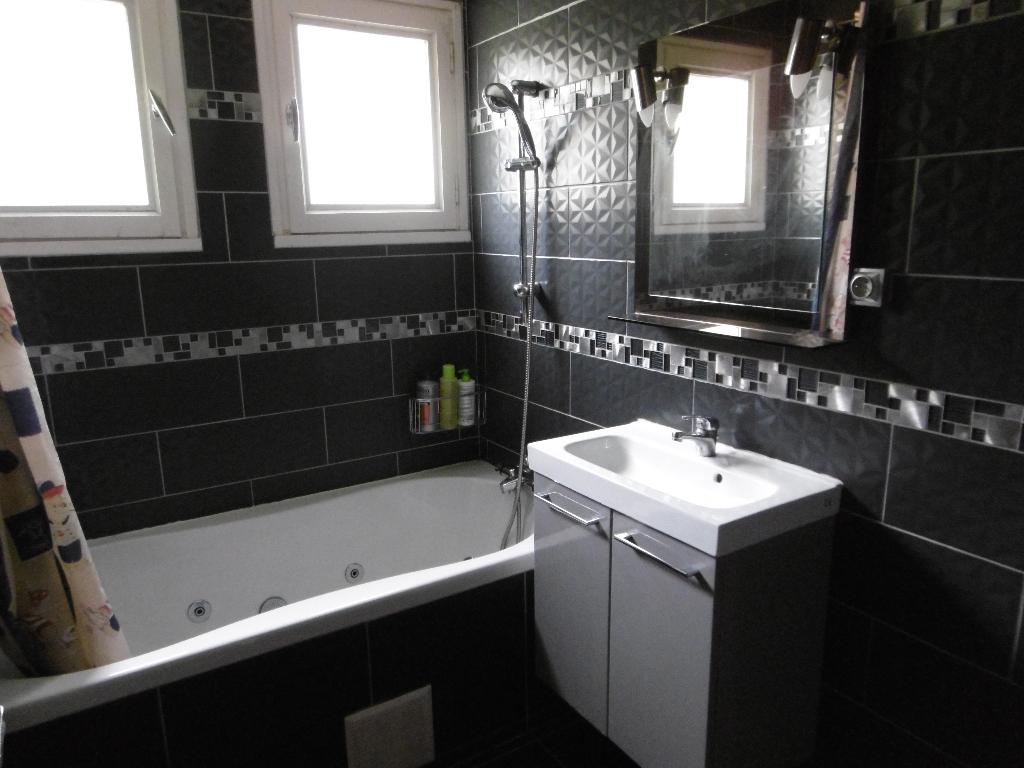 A louer Bretagne Morbihan Pontivy maison de type 5 4 chambres avec mezzanine et jardin sous sol total