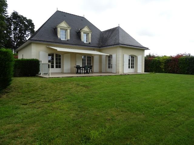 A louer Pontivy Bretagne Morbihan Maison T7 170m² 5 chambres avec terrain de 1065m2