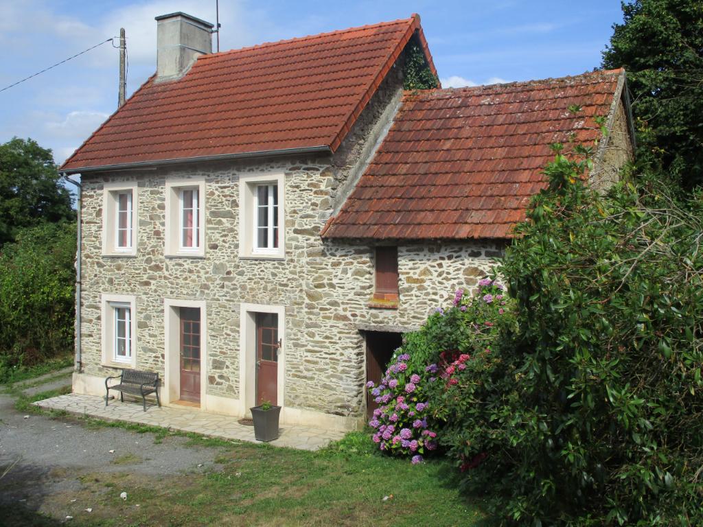 A vendre à 5 mn de  St Lô,  agréable maison en pierres