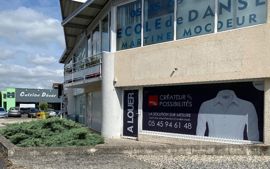 Local commercial / professionnel 163 m² à louer à GOND-PONTOUVRE