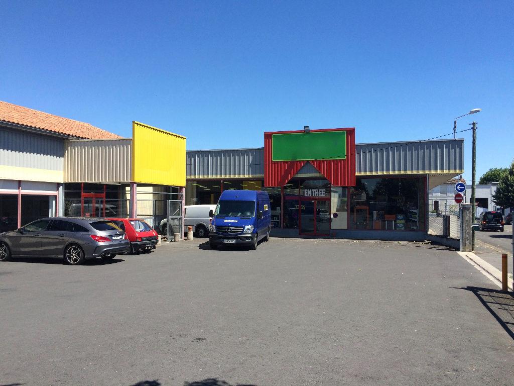 Local commercial 2650 m² à vendre à ANGOULEME