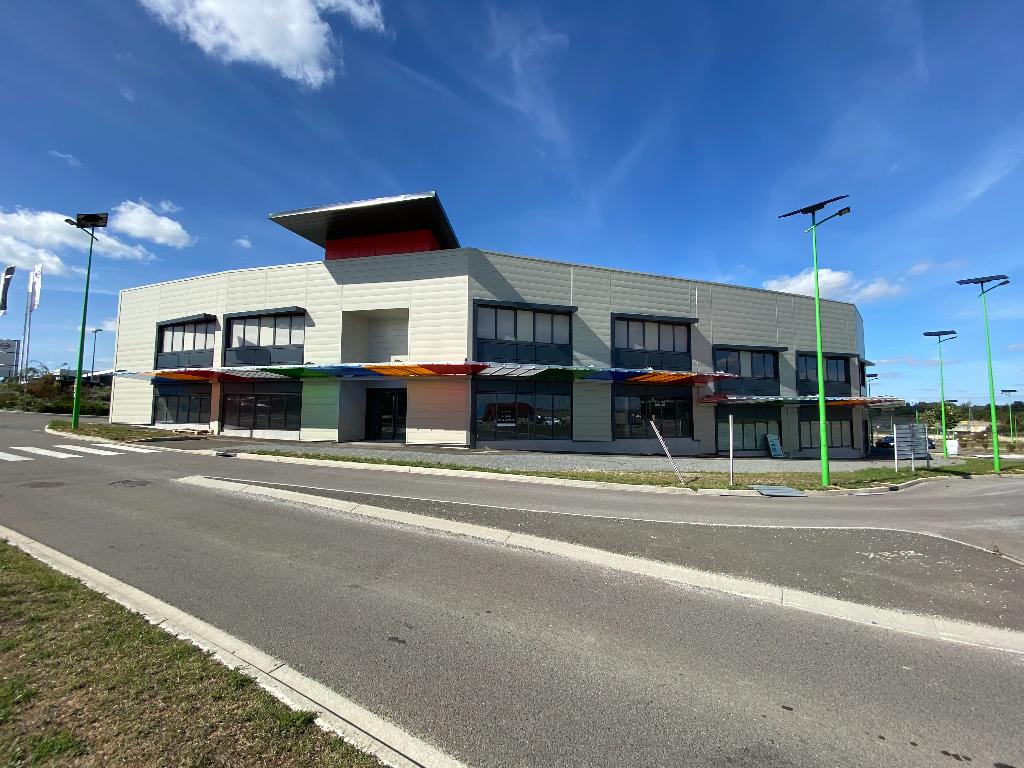 Cellules commerciales 464 m² divisibles à louer CHAMPNIERS