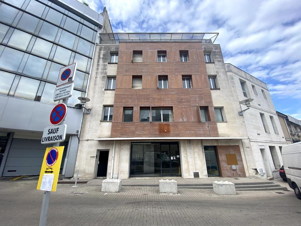 Immeuble de bureaux 1301 m² à vendre à ANGOULEME