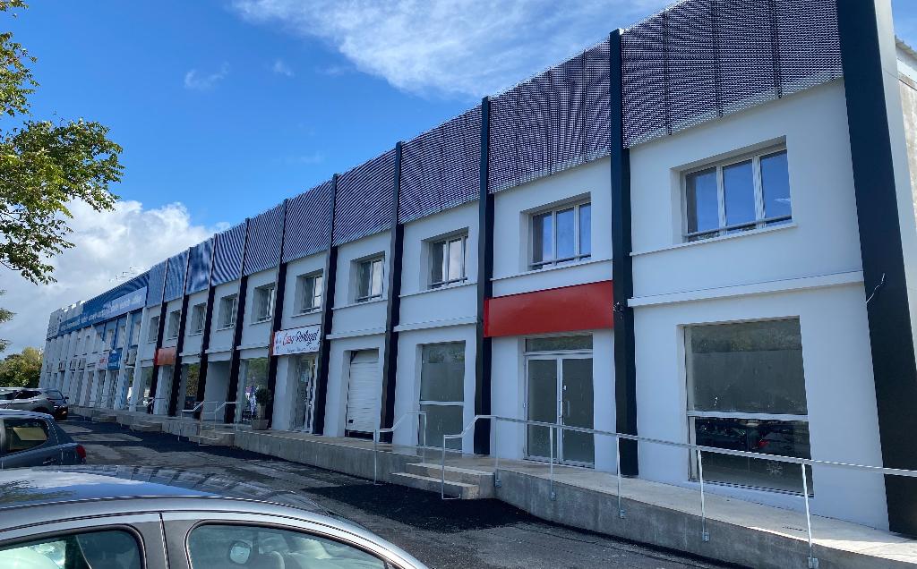 Local commercial 340 m² à louer à L\'ISLE D\'ESPAGNAC