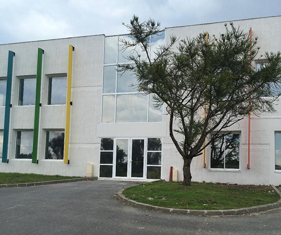 Bureaux 303 m² à louer à SAINT-YRIEIX-SUR-CHARENTE