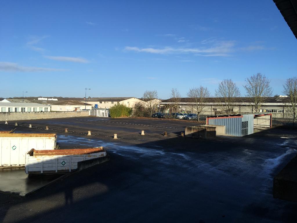 Terrain constructible avec garages à vendre à ANGOULEME