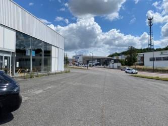 Local commercial 1750 m² à louer à L\'ISLE D\'ESPAGNAC