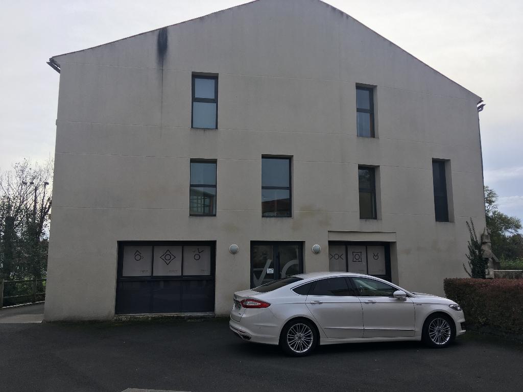 Gond-Pontouvre immeuble de bureaux 325 m² à vendre