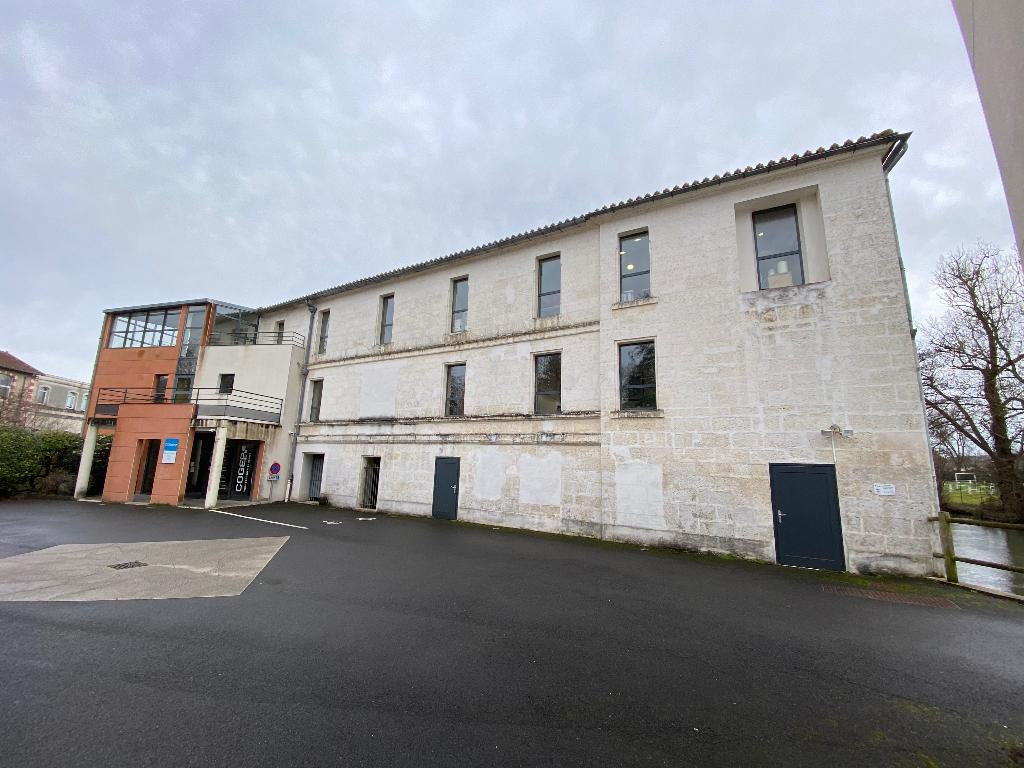 Gond-Pontouvre immeuble de bureaux à vendre à investisseurs