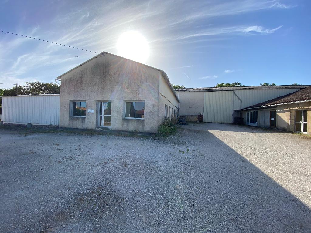 Ensemble bureaux et entrepôts 400 m² à Puymoyen