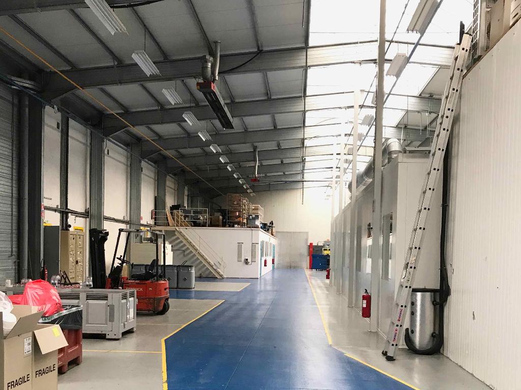 Bâtiment industriel 2880 m² à vendre à HIERSAC