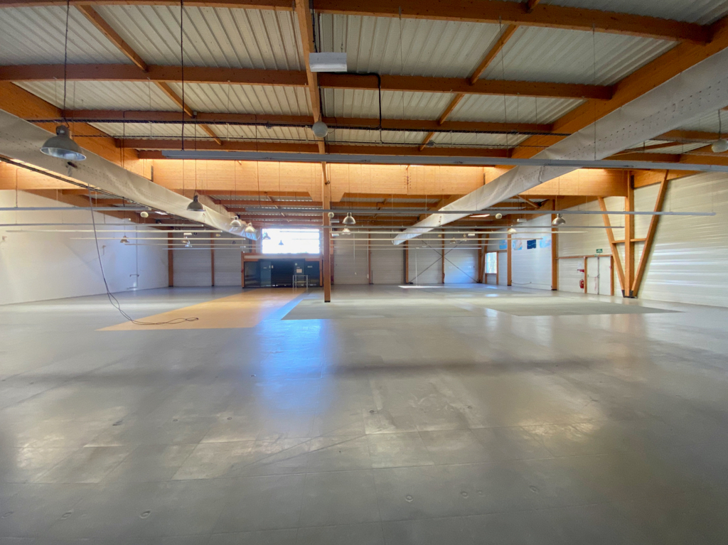 Local commercial et bureaux situés à ANGOULEME - Surface 1478 m²