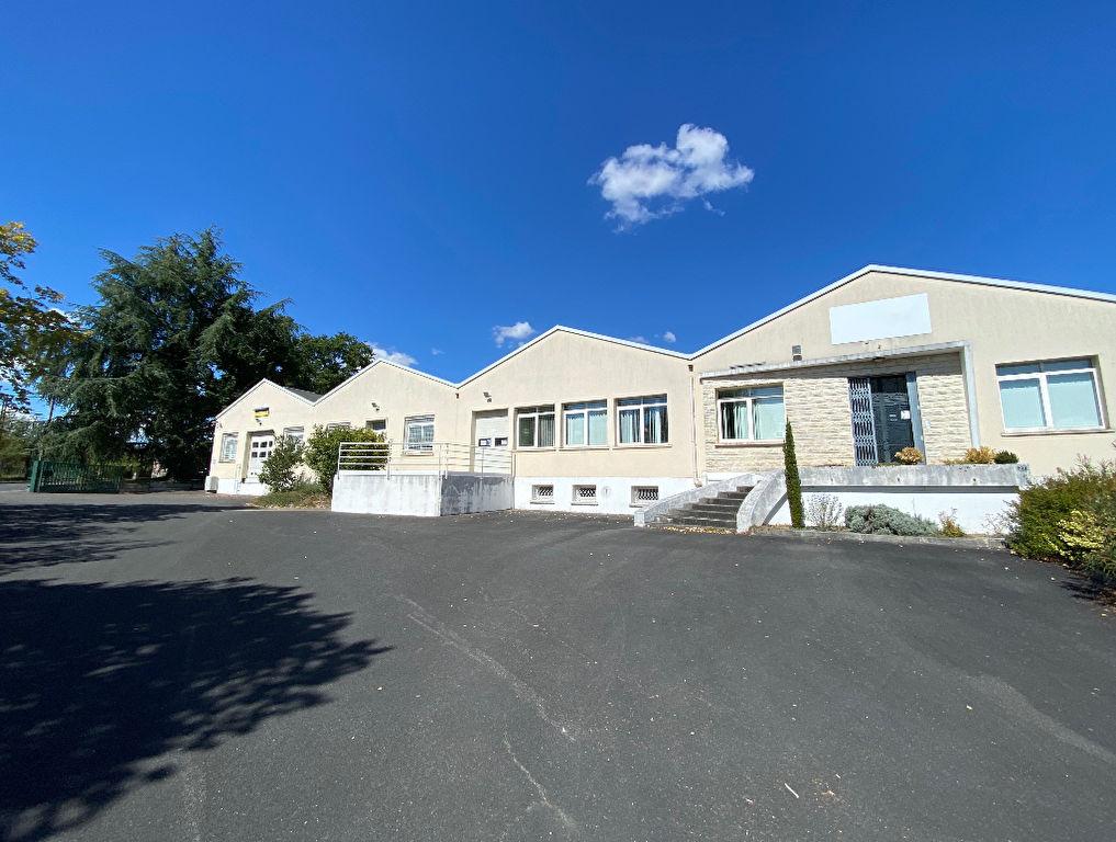 Gond Pontouvre local d\'activités 1740 m² à vendre