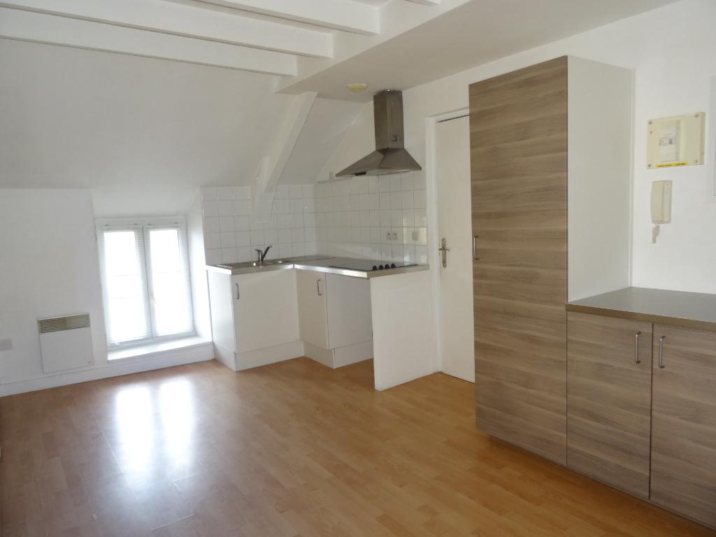 A LOUER - DOL DE BRETAGNE - T1 Bis en duplex - 30 m² - PROCHE GARE