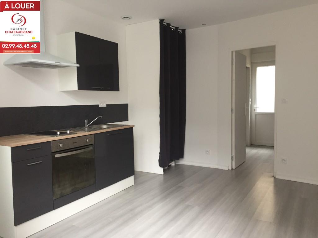 A LOUER - DOL DE BRETAGNE - PLEIN CENTRE - T2 - 29 m² - COURETTE