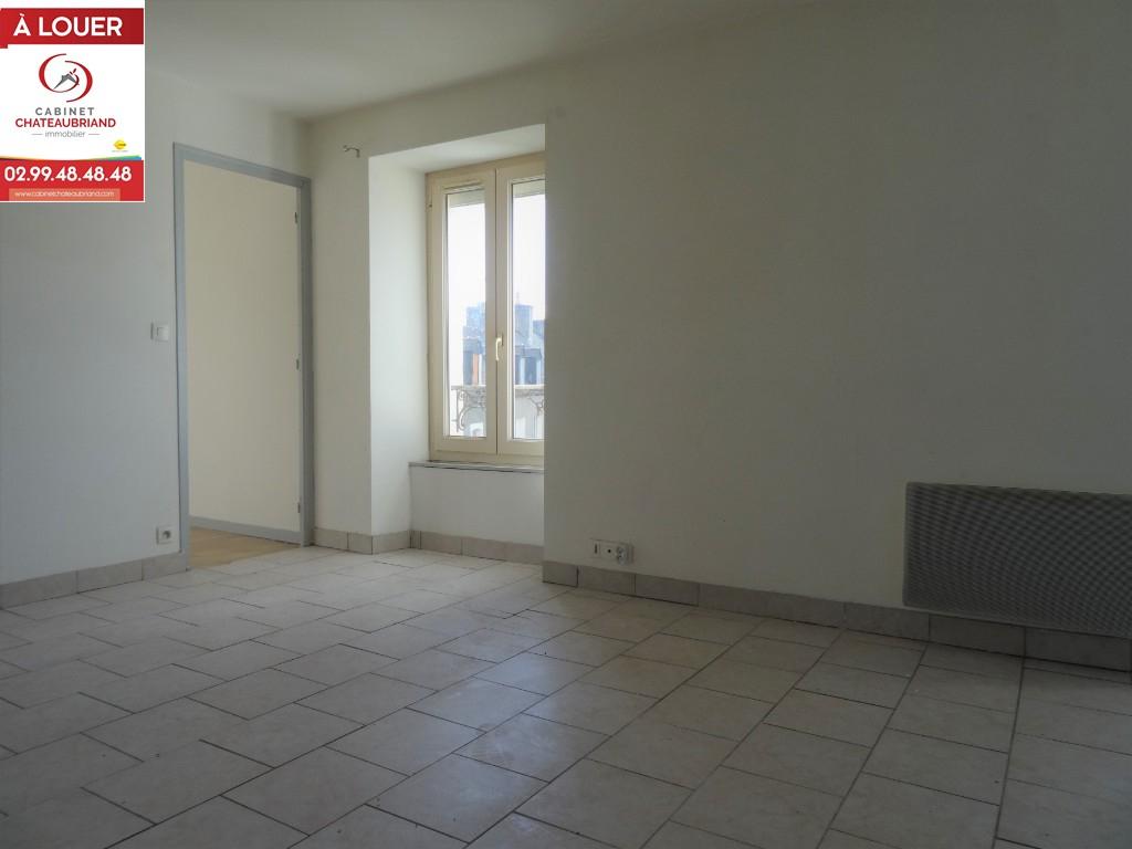 A LOUER DOL DE BRETAGNE - CENTRE - T2 - EN COURS DE RENOVATION - 31 m²