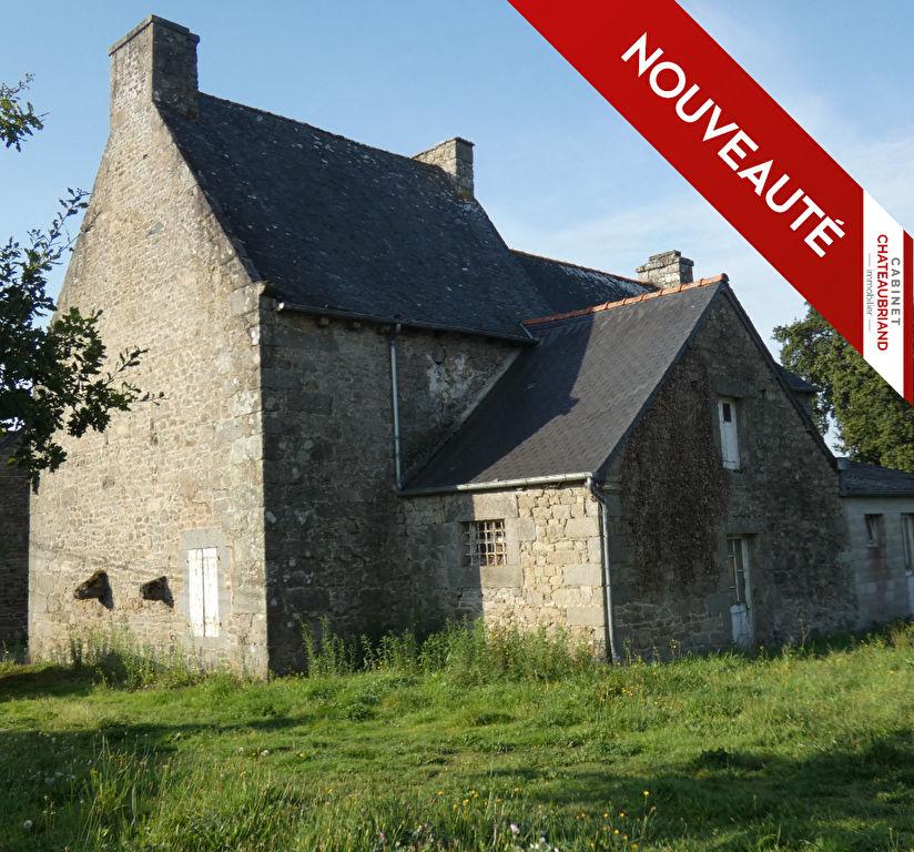 À rénover, belle bâtisse en pierre. Maison Mesnil Roc H.