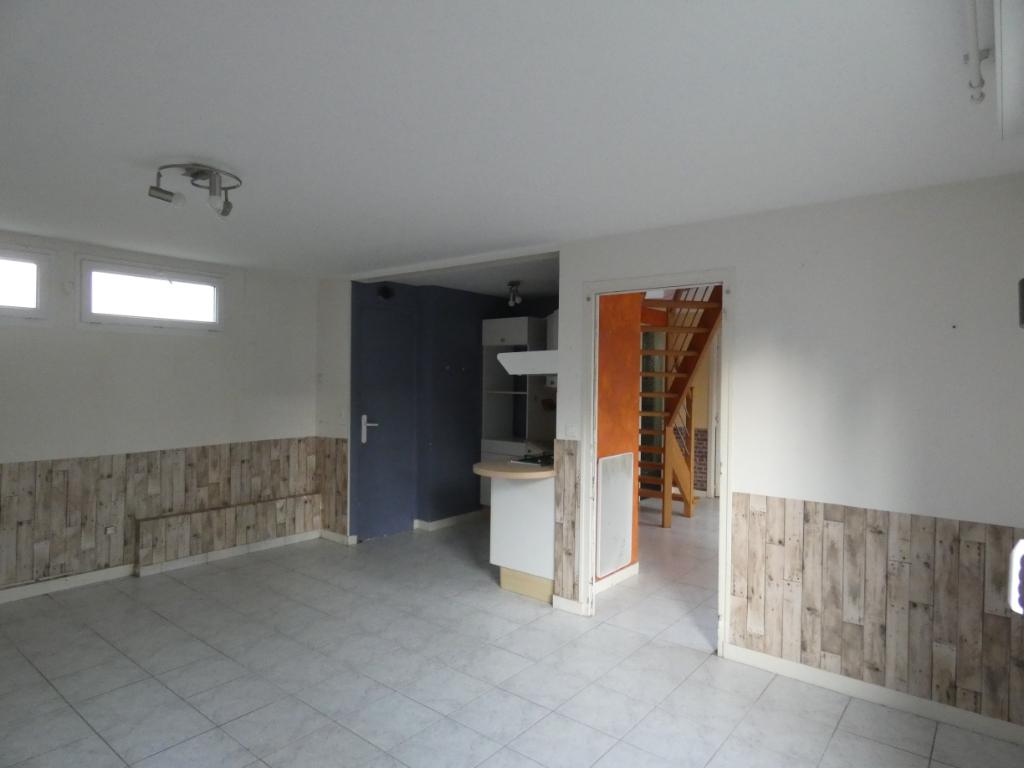Emplacement idéal, COMBOURG CENTRE 72 m²,