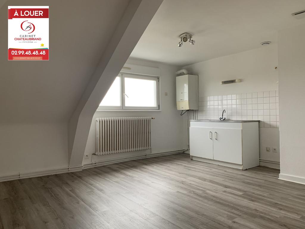 A LOUER - DOL DE BRETAGNE - PROCHE GARE - APPARTEMENT T3 - 55 m² - 2 CHAMBRES