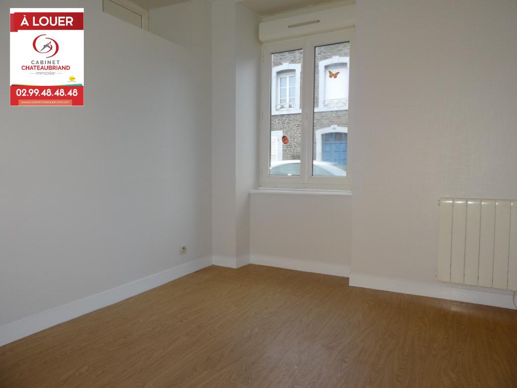 A LOUER - DOL DE BRETAGNE - STUDIO - 20 m² - CAVE - PARKING