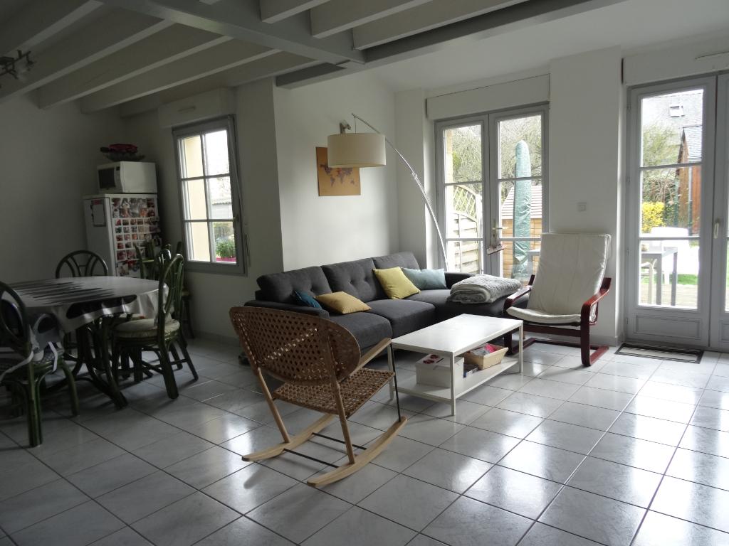 A LOUER - MAISON - ROZ LANDRIEUX - 76 m² - Jardin - Garage