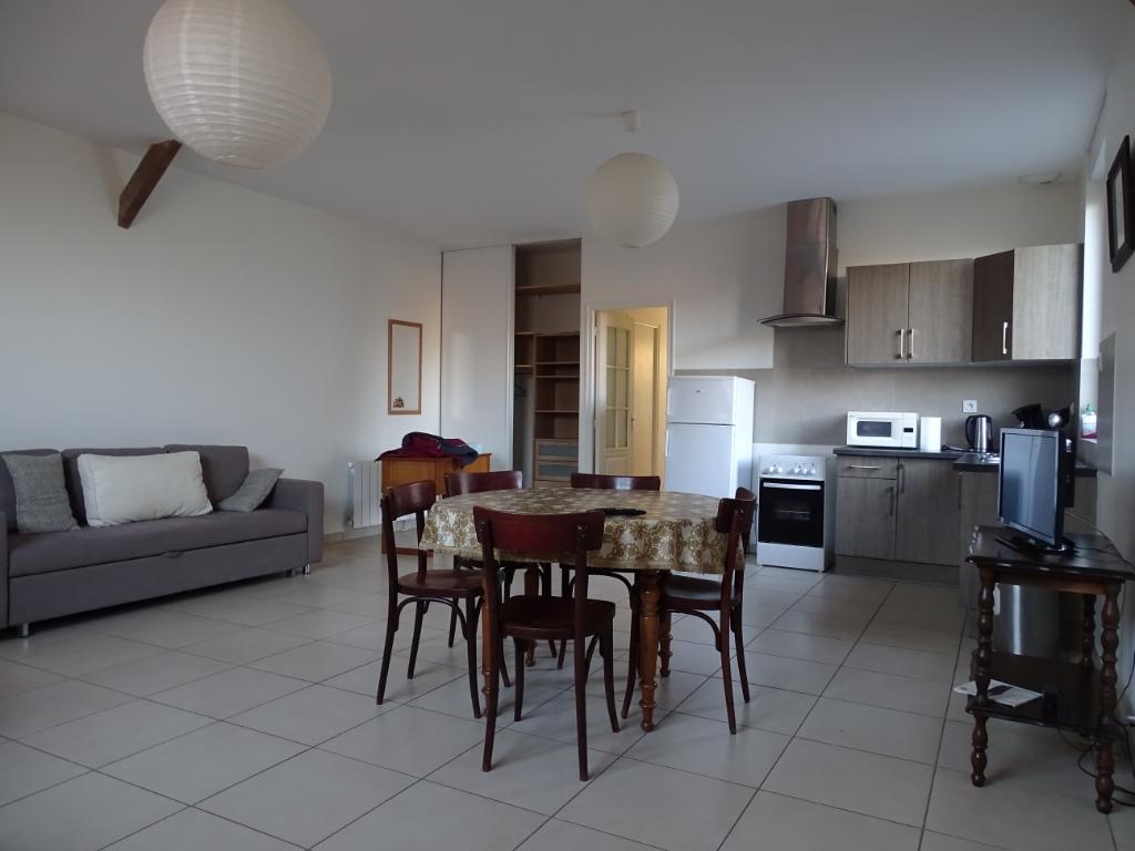Appartement loft Bazouges Sous Hede 3 pièce(s)85 m2