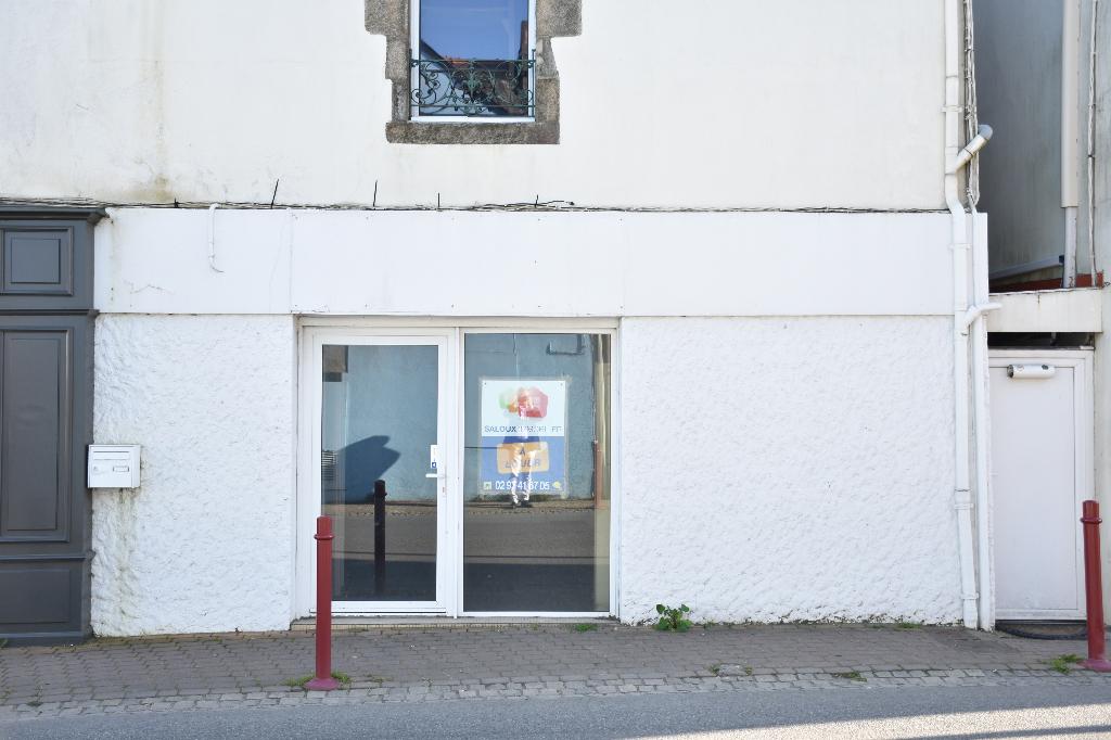 Local commercial, emplacement de 1er ordre à MUZILLAC