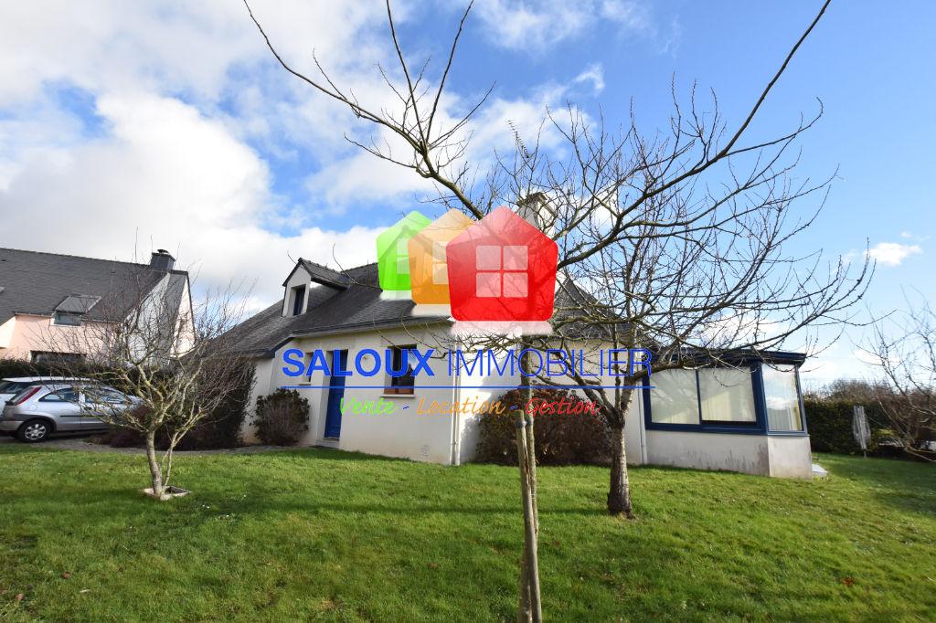 MUZILLAC, proche tous commerces Maison T5 de 131 m² hab.