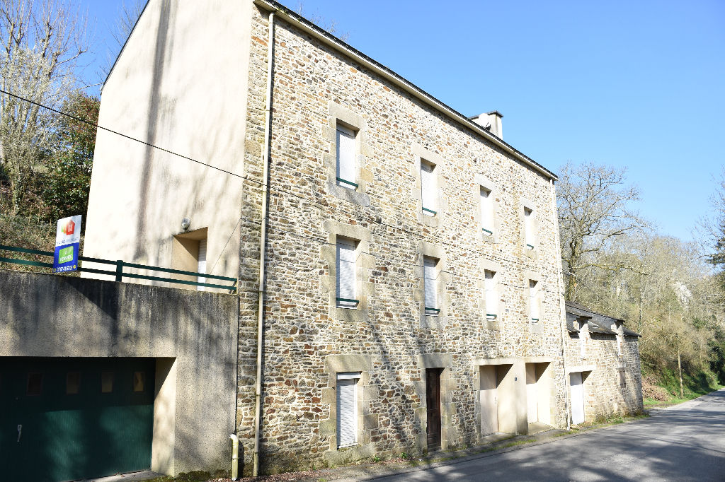 MUZILLAC, immeuble de 147 m² hab.
