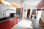 MUZILLAC centre - immeuble commercial + appartement
