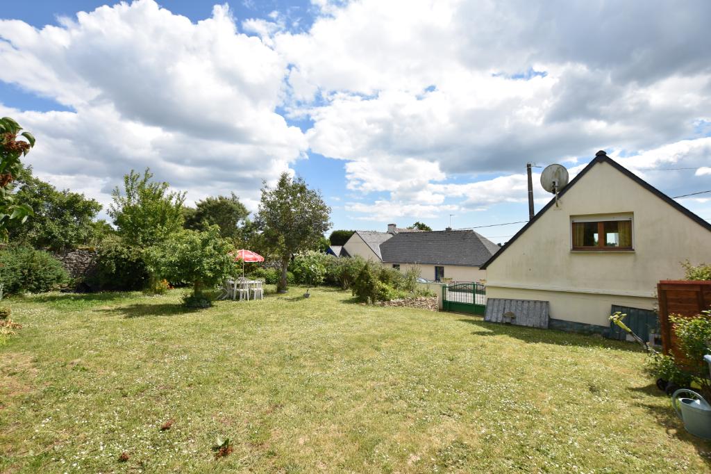 Ambon Terrain de 450 m2 + maison T2